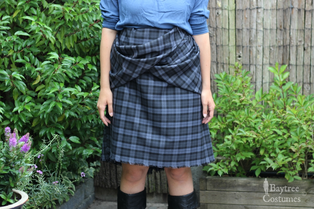 How to make an Outlander costume – Part 1: Arisaid / Great Kilt (6/6)