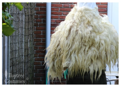Woolen fur back